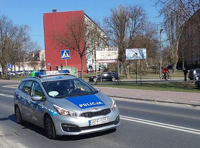 Policja Wrocław: Prawidłowa reakcja mieszkańców i szybkie działanie policjantów pozwoliły na wyeliminowanie z ruchu pijanego kierowcy